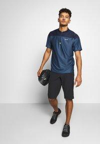 Gore Wear - SHORTS - Sports shorts - black - 1