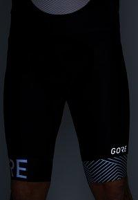 Gore Wear - C5 OPTILINE KURZE TRÄGERHOSE - Legginsy - black/white - 4