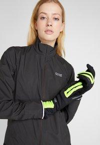Gore Wear - THERMO - Handschoenen - black/neon yellow - 1