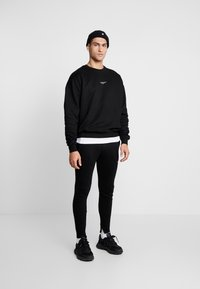 Good For Nothing - FITTED ESSENTIAL JOGGER - Verryttelyhousut - black - 1