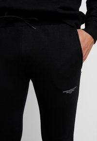 Good For Nothing - FITTED ESSENTIAL JOGGER - Verryttelyhousut - black - 5