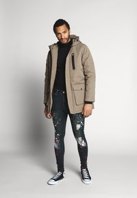 Good For Nothing - WITH PAINT SPLATTER - Jeans Skinny Fit - black - 1