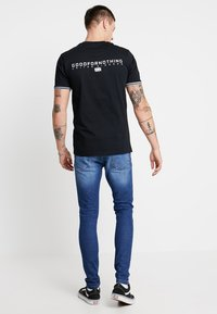 Good For Nothing - TEE STRIPE ARM - T-shirts med print - black - 2