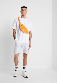 Good For Nothing - ESSENTIAL OVERSIZED - T-shirt basique - white - 1