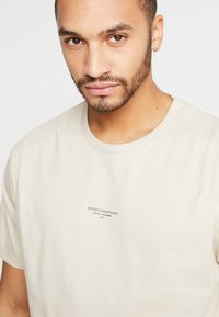 Good For Nothing - ESSENTIAL - T-shirt basic - tan - 3