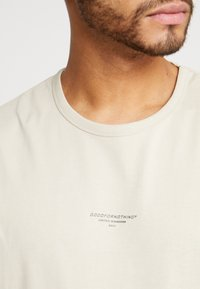 Good For Nothing - ESSENTIAL - T-shirt basic - tan - 5