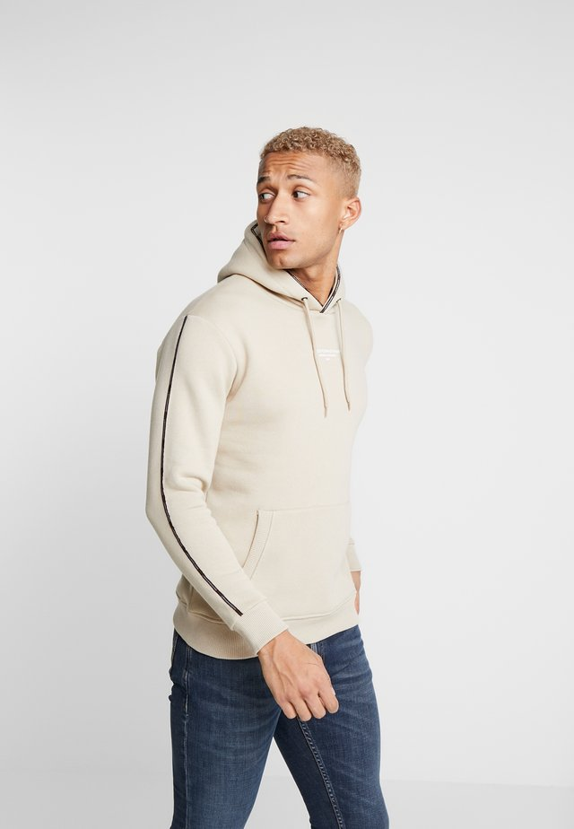 GOOD FOR NOTHING HOODIE IN STONE WITH TAPING - Huppari - stone