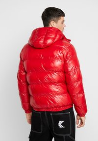 Good For Nothing - WET LOOK PUFFER JACKET - Winterjacke - red - 2