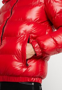 Good For Nothing - WET LOOK PUFFER JACKET - Winterjacke - red - 5
