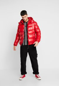 Good For Nothing - WET LOOK PUFFER JACKET - Winterjacke - red - 1