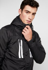 Good For Nothing - REFLECTIVE LONG PUFFER JACKET - Jas - black - 3