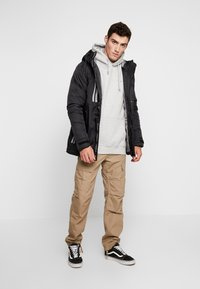 Good For Nothing - REFLECTIVE LONG PUFFER JACKET - Jas - black - 1