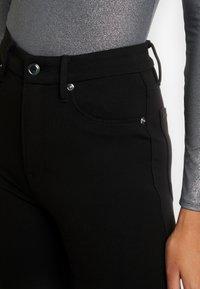 Good American - GOOD WAIST PONTE RIDING PANT - Kalhoty - black - 9