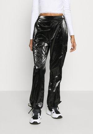 PAPER CARGO PANT - Kalhoty - black