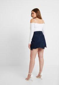 Good American - SKIRT FRAYED HEM - Denim skirt - blue - 6