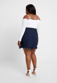Good American - SKIRT FRAYED HEM - Denim skirt - blue - 2