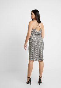 Good American - PRINTED RUCHED SKIRT - Pouzdrová sukně - beige - 5