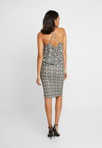 Good American - PRINTED RUCHED SKIRT - Pouzdrová sukně - beige - 4