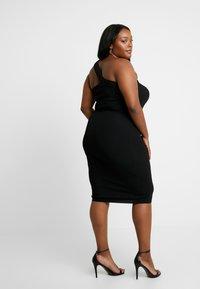Good American - ASYM DRESS - Pouzdrové šaty - black - 3