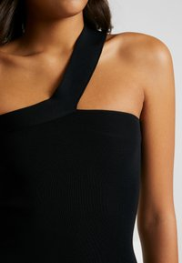 Good American - ASYM DRESS - Fodralklänning - black - 10