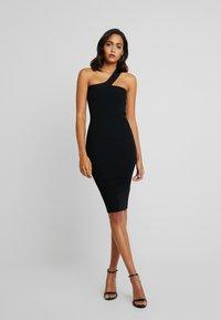 Good American - ASYM DRESS - Pouzdrové šaty - black - 0