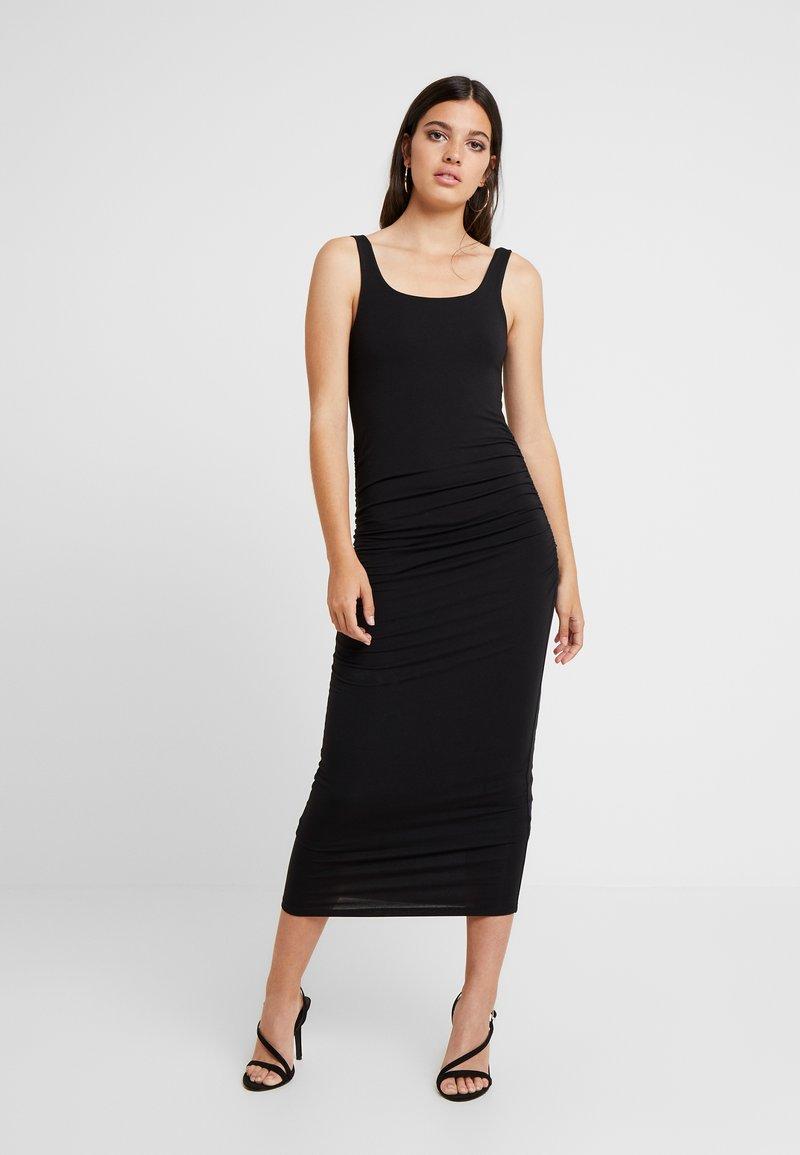 Good American - SQUARE NECK ROUCHED DRESS - Vestido de tubo - black