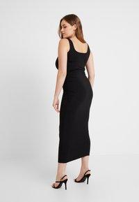 Good American - SQUARE NECK ROUCHED DRESS - Vestido de tubo - black - 6