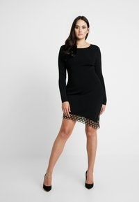 Good American - SCOOP NECK HARDWARE DRESS - Pouzdrové šaty - black - 6