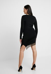 Good American - SCOOP NECK HARDWARE DRESS - Pouzdrové šaty - black - 7