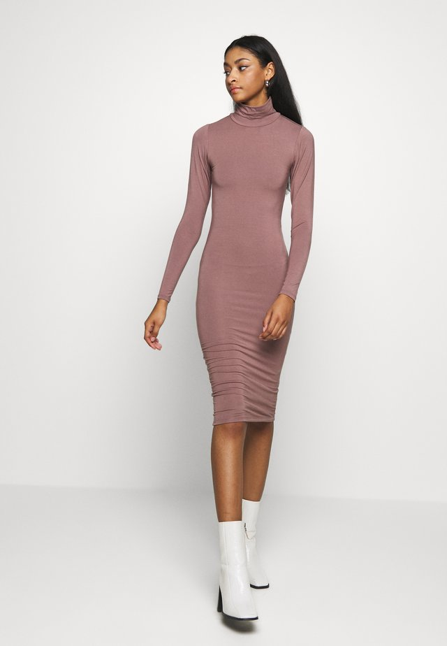 LONG SLEEVE TURTLE NECK DRESS - Fodralklänning - taupe
