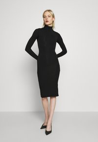 Good American - LONG SLEEVE TURTLE NECK DRESS - Etui-jurk - black - 0