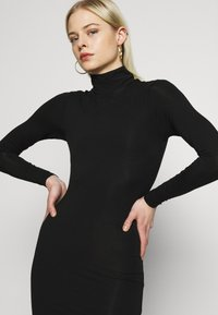 Good American - LONG SLEEVE TURTLE NECK DRESS - Etui-jurk - black - 4