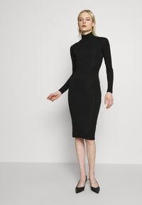 Good American - LONG SLEEVE TURTLE NECK DRESS - Etui-jurk - black - 1