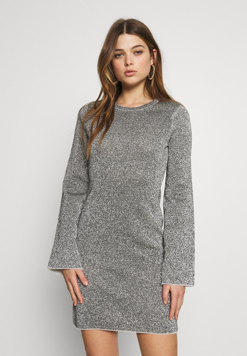 Good American - SPARKLE BELL DRESS - Denní šaty - silver