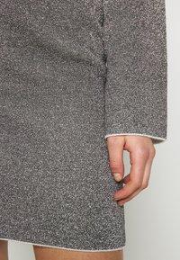 Good American - SPARKLE BELL DRESS - Denní šaty - silver - 5