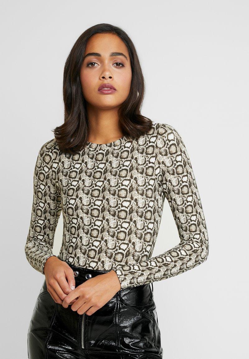 Good American - PRINTED SNAKE CREW - Bluzka z długim rękawem - beige