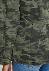 Good American - CAMO JACKET - Spijkerjas - olive - 9