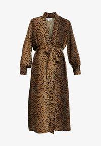 Good American - LEOPARD CUFFED ROBE - Płaszcz wełniany /Płaszcz klasyczny - light brown/black - 3