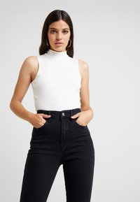 Good American - CROPPED SLEEVELESS MOCK NECK TANK - Top - white - 0