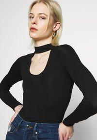 Good American - KEYHOLE - Long sleeved top - black - 4