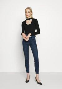 Good American - KEYHOLE - Long sleeved top - black - 1