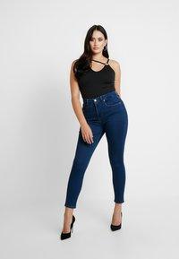 Good American - GOOD LEGS - Skinny džíny - blue - 5