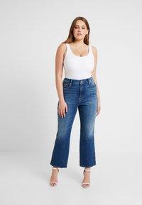 Good American - GOOD CURVE - Straight leg jeans - blue190 - 5
