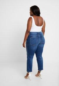 Good American - GOOD CURVE - Straight leg jeans - blue190 - 2