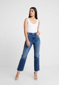 Good American - GOOD CURVE - Straight leg jeans - blue190 - 3
