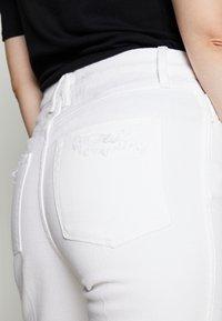 Good American - GOOD CURVE  - Straight leg jeans - white - 4