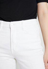 Good American - GOOD CURVE  - Straight leg jeans - white - 5