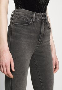 Good American - CURVE RAW EDGE - Jeans Skinny Fit - black - 4