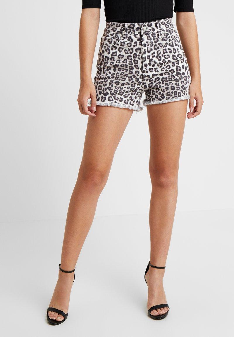 Good American - CUT OFF - Short en jean - snowleopard001