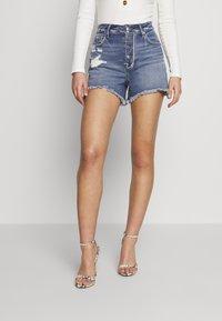 Good American - BOMBSHELL EXPOSED BUTTON - Denim shorts - blue - 2